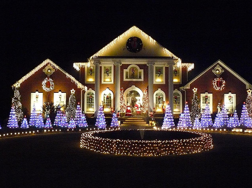 Custom dolls houses miniatures october 2010 for Exterior xmas lighting ideas