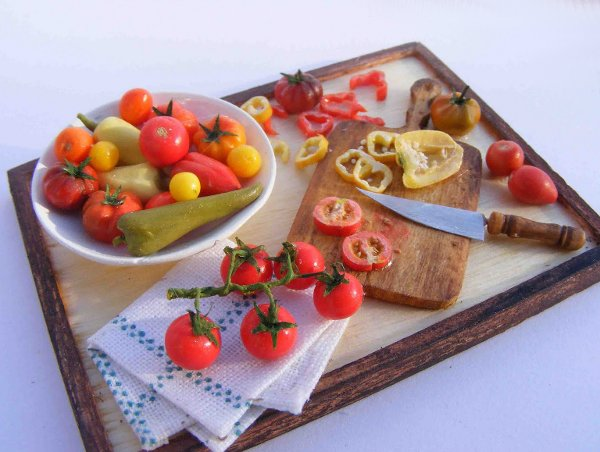 CDHM Artisan Erzsebet Bodzas of Hungarian Miniatures, 1:12 dollhouse miniature foods, grapes, hungarian foods, mini foods, polymer clay