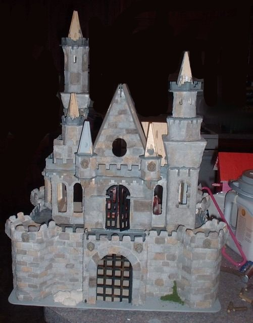 CDHM Artisan Tracy Topps of Minis On The Edge creates paper clay dollhouses in 1:12, 1:24, 1:48 and even 144 scale dollhouse kits.  Finishing the dollhouses in the style of the old european castles, and victorian styles of england, you america