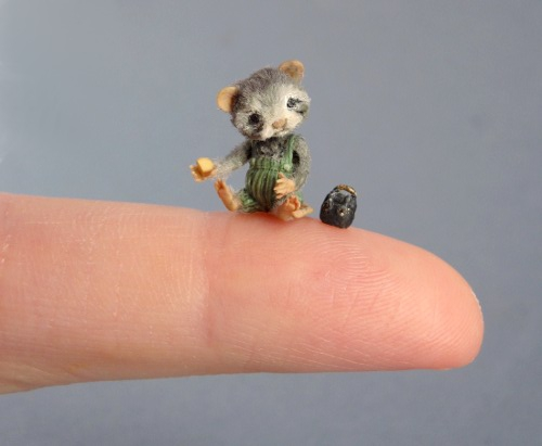 CDHM Artisan Aleah Klay dollhouse miniature animals in 12th scale and smaller