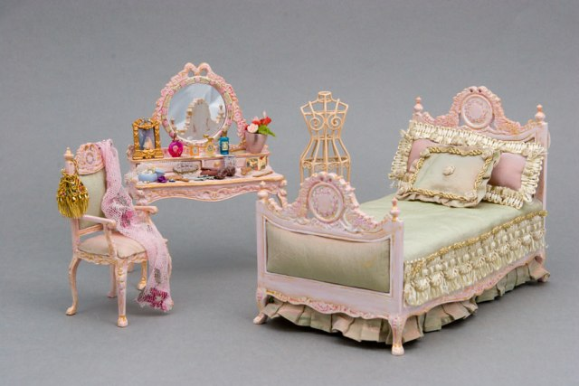 Meet Cdhm Artisan Alice Gegers Of Minis on Hand Painted Shabby Chic Dollhouse Furniture