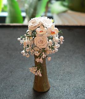 by CDHM Artisan Jeannette Buchholz of Garden of Miniatures 1:12 scale dollhosue miniature flowers