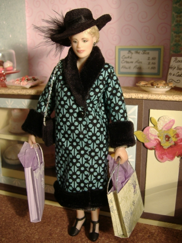 CDHM Artisan Karin Smead sculpting ooak dollhouse miniature dolls, character dolls in 1:12 scale