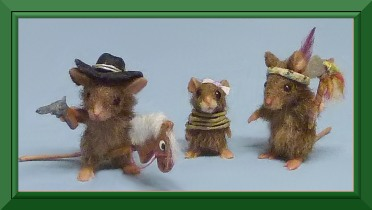 Dollhouse miniature Kristy Taylor creates 1:12 scale dollhouse miniatures animals including mice, raccoons and hedge hogs
