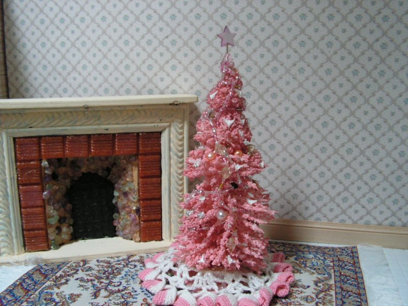 CDHM Gallery of Rose-ellen Horan, creating custom sewing and holiday creations such as Christmas trees and wreaths for the doll and dollhouse miniature community