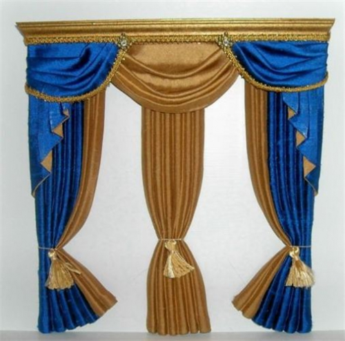 CDHM Gallery of Linda Wooten of Wootens Miniatures makes 1:12 and 1:24 scale drapes, curtains, and bedding for dollhouse miniatures