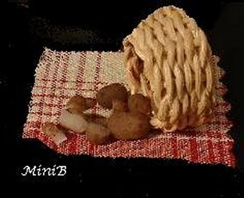 Learn to sculpt miniature 1:12 scale dollhouse miniature potatoes with Artisan Barbara Dezza