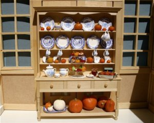 Learn to sculpt dollhouse scale pumpkins with IGMA Artist Sandra Palesch
