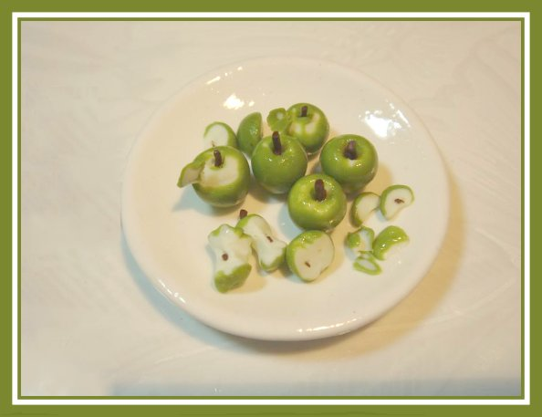 Learn to sculpt dollhouse miniature apples