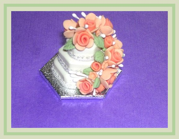 1:12 Scale 3 Red Cherry Cup Cakes On A Ceramic Plate Tumdee Dolls House PL35