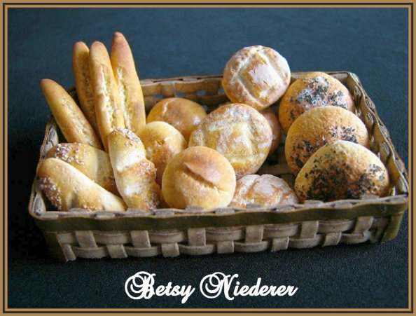Bread for dolls made of polymer clay in scale 112 and 16